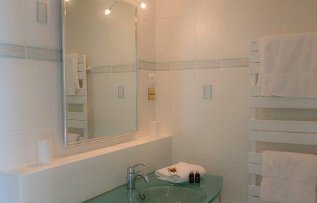 Le Petit Cochon - Bedroom 2 - Bathroom
